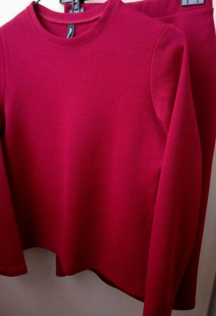 Темно-красный #totallook-наряд  из топа и юбки подойдет для вечерних, деловых и образов на каждый день. Всеобщее внимание вам обеспечено)  #утепляемсякрасиво#костюм #костюмизшерсти #трикотажныйкостюм #шерстянойкостюм#юбканарезинке#костюмсюбкой #осеньзима#теплыйкостюм#красный #морскаяволна #уютныйкостюм #модазима2017