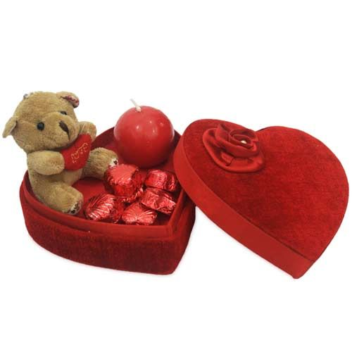Send Valentine Gifts to USA by online at Best Price.