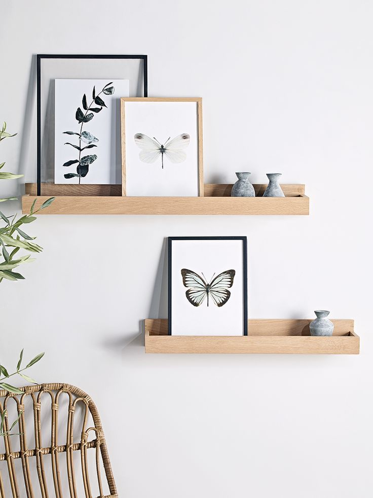 Beautifully crafted from sturdy raw oak, our picture shelf is a modern twist on displaying your pictures and small accessories. Why not display with our Wood and Leather Shelf- Small to create a useful and eye-catching display.