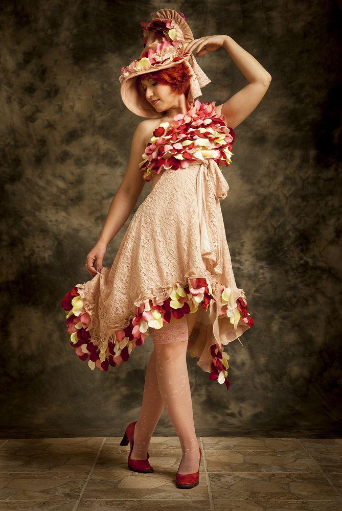 """дизайнерское платье""""Moulin Rouge""""из collection""""My Retro Tale"""" Natalia Boychuk-fashion Designer единственный экземпляр платье из кружева с пришитыми к нему исскуственными лепестками роз ...платье ручной работы"""