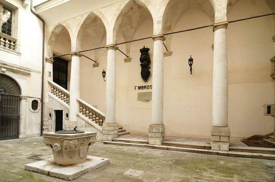 Ca' Damasco Piano Nobile noble entrance