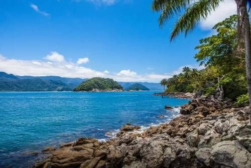 Ilha das Couves São Sebastião Situated in São Sebastião, 33 km from Sao Sebastiao Port, Ilha das Couves features a barbecue and views of the sea. Ilha das Couves is located a 15-minute boat ride from Barra do Sahy.