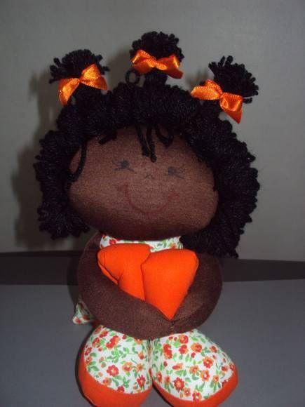 boneca negra sentada medindo 18cm, esticada 40cm R$ 20,00                                                                                                                                                                                 Mais