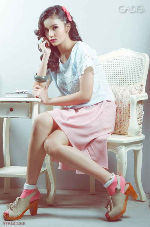 Mix and match your baby blue top with dusty pink skirt. Two in one soft color is totally cute!