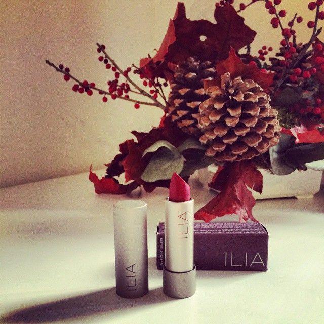 ¡¡¡Recién llegada de Los Ángeles... Nueva marca de maquillaje orgánico en #IkonsGallery : Ilia Beauty!!! Este tono eleva, impacta, e instantáneamente añade un potente toque de color a cualquier look. #Strikeitup #makeup #labial #IliaBeauty #beauty #organiza #natural