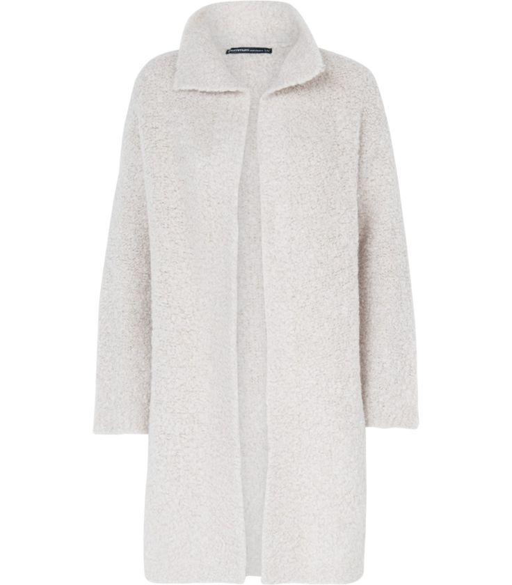 Cosy up in stijl met dit fashionable wolmix vest met laidback open silhouet. Dit vest is gemaakt van een zachte en comfy wol met een trendy fluffy oppervlak.Combineer met een donkere denim jurk voor een spannende contrasterende look.