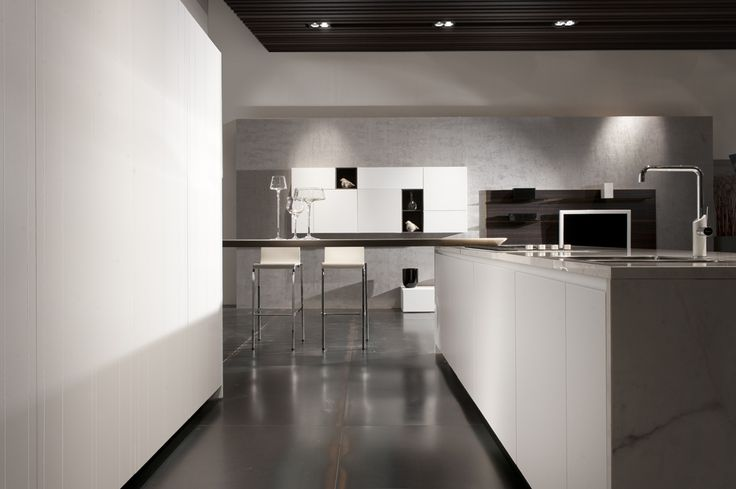 The panels use vertical direction of the white glossy lacquered finish.