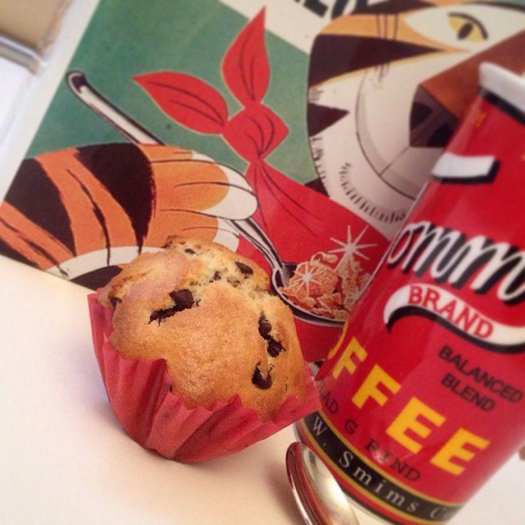 muffin al cioccolato #muffin #chocolate #chips #breakfast #italia #food #coffee #vintage #cioccolato #colazione #ricetta #recipe https://www.facebook.com/Misspetitefraise14/photos/pb.601604459979638.-2207520000.1444671359./601792996627451/?type=3&theater