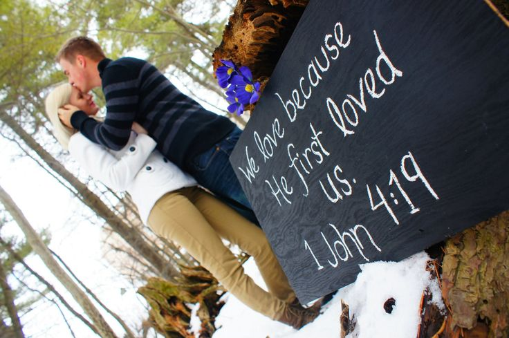 Great way to incorporate bible quotes at your engagement session #christianweddings #engagements #love