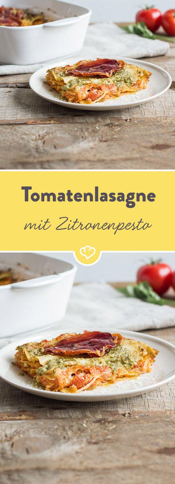 Lasagne geht immer! Vor allem mit Tomate satt und feinem Zitronenpesto in der Füllung. Stell schon mal den Backofen an und probier unser Rezept aus.