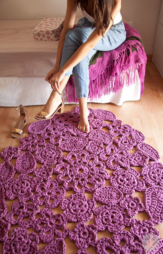 Trapillo rug crochet samples of flowers. Crochet rug by SusiMiu