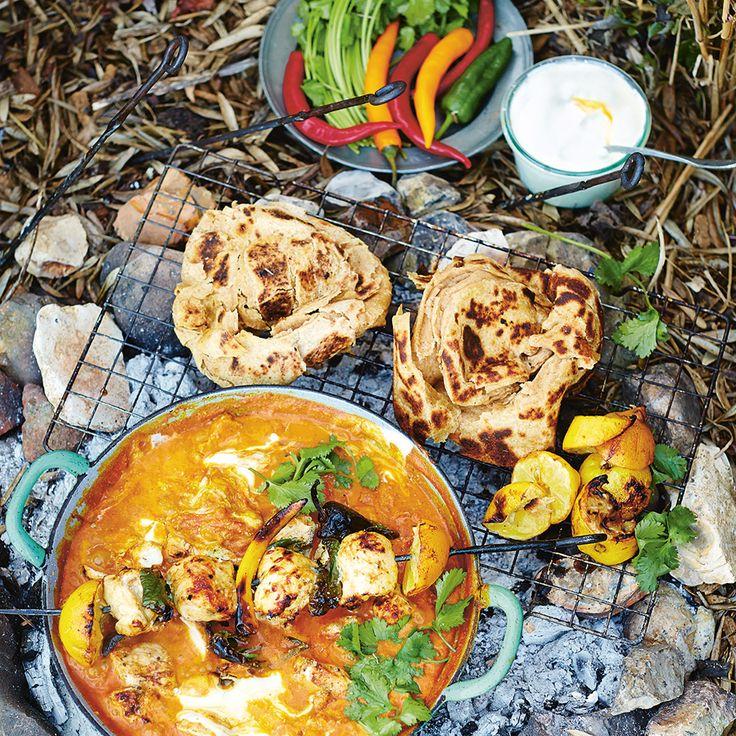 Met dit recept voor Kip Tikka Massala uit Jamie's Comfort Food maak je dit Indiase recept vanaf de basis zelf. Dat kost even wat tijd en werk, maar dan heb je uiteindelijk wel een goddelijk gerecht op tafel staan!    1 Rooster de kruidnagel,...