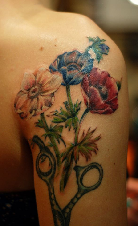 Mada added some beautiful flowers to the tattoo...:)https://www.facebook.com/pages/BAStattoo-GALLERYart-caffe/124021327663799?fref=ts