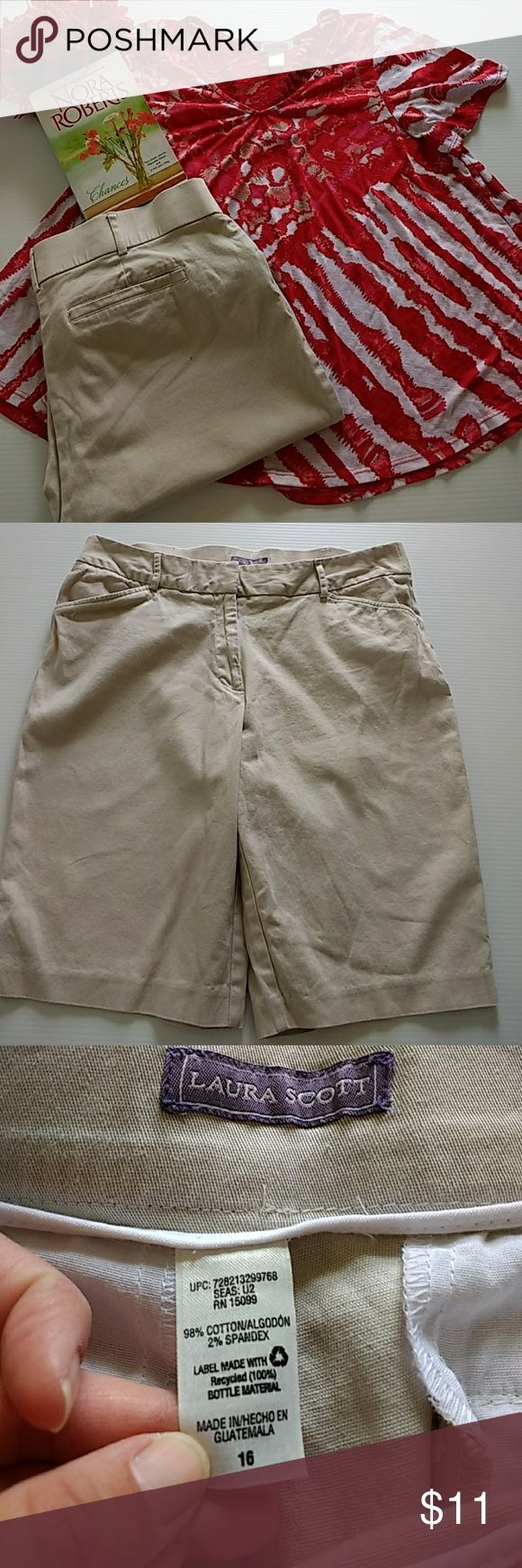 "Laura Scott bermudas size 16 Super cute Laura Scott bermudas size 16 🌸no gap waistband 🌸11"" rise 🌸11"" inseam Laura Scott Shorts Bermudas"
