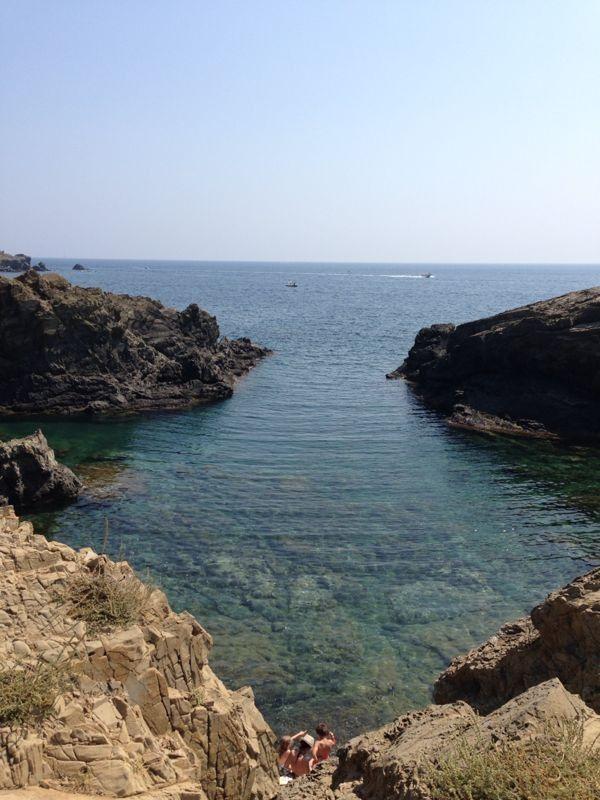 Bramant cove, is a natural swimming-pool in Llançà, Girona.