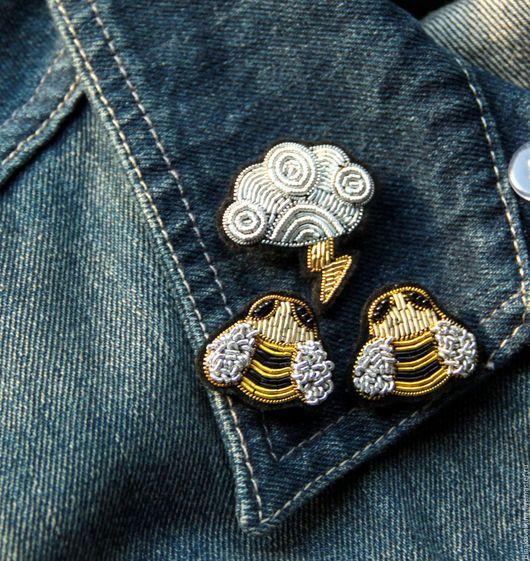 """Броши ручной работы. Ярмарка Мастеров - ручная работа. Купить Комплект   вышитая  ручная вышивка -""""Облако и пчелы' .. Handmade. Разноцветный"""