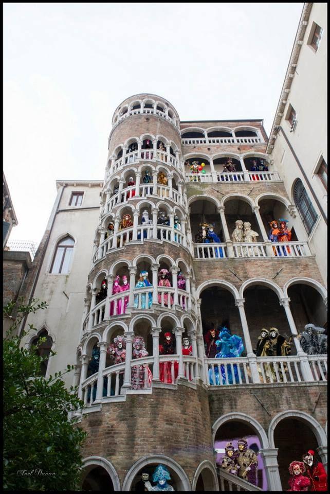 costumés vénitiens à Venise