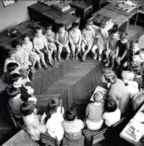 Robert Doisneau // La ronde 1956, enfants en classe avec la maitresse .