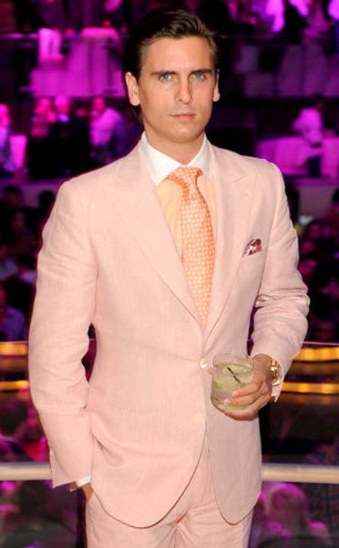 What man can pull off this colour? Scot Disick ofcourse!!!
