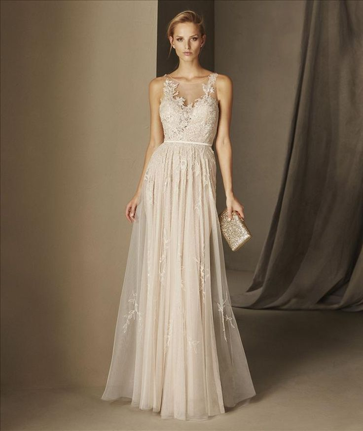 BALI - Once upon a time there was your dream dress. A flared sleeveless cocktail dress with a crew neckline, made in embroidered and soft tulle. A simple jewel in which gemstones, satin and thread embroidery blend into the skin to create a perfect tattoo effect.