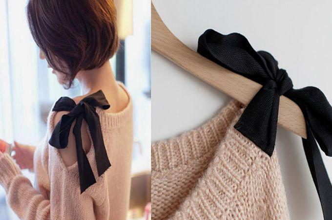 Strik op je trui - We love strikjes! Eerder schreven al over een leuke manier om een knot te maken in de vorm van een strik. Nu kwamen we een lieve trui tegen met een strik op de schouder en het is super easy om te maken. We hebben allemaal wel een oude trui die we leuker zouden willen maken. Doe dat op deze manier: