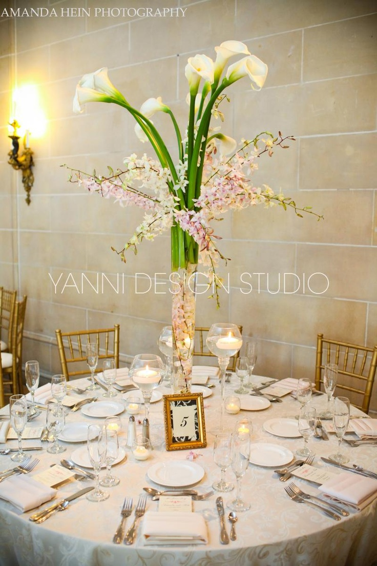 A floral centerpiece dresses up this Armour House table along with classic place settings #floral #centerpiece #placesettings