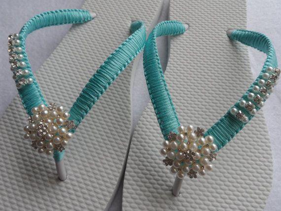 He encontrado este interesante anuncio de Etsy en https://www.etsy.com/es/listing/200819010/tiffay-blue-wedding-flip-flops-bridal