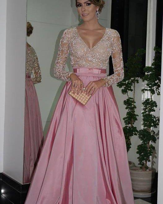 Na hora que bati o olho nesse vestido perfeito pensei logo nas madrinhas de casamento que nos acompanham aqui no CEUB! Vai me dizer que não é lindo demaaaaais??