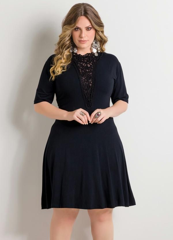 Vestido Decote V com Guipir Preto Plus Size - Posthaus
