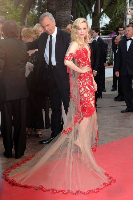 McAdams stuns in a 1920s-inspired Marchesa number at the Midnight In Paris premiere during the Cannes Film Festival.