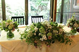 【結婚式】ホワイト・グリーンのおしゃれなテーブルコーディネート・装花集【ウェディング】 - NAVER まとめ: