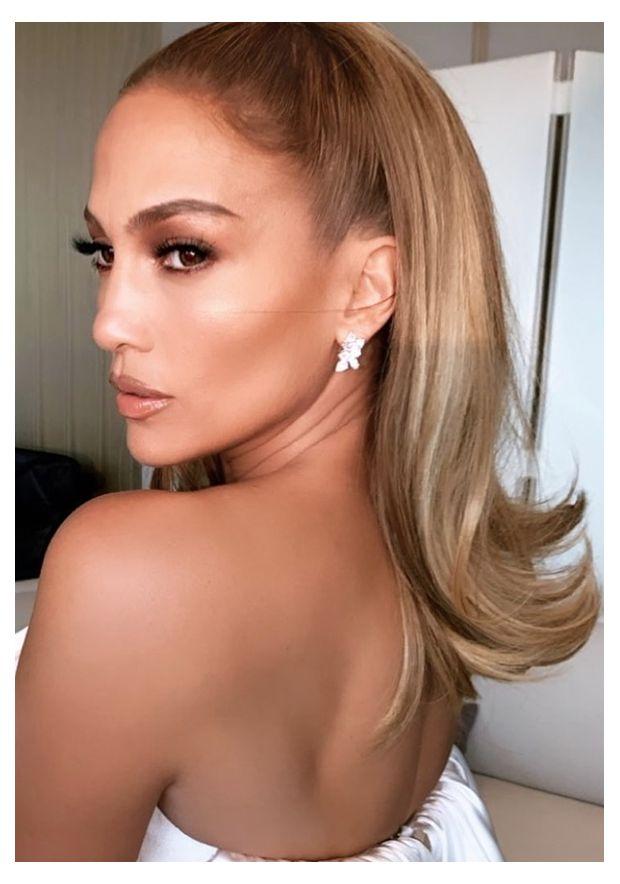Frescas, fáciles y llenas de glamour, así son las tendencias de peinados ¡que tienes que intentar ASAP! Taylor Hill, Urban Outfitters, Glamour, Jennifer Lopez, New Hair, Hoop Earrings, Halloween, Instagram, Tumblr