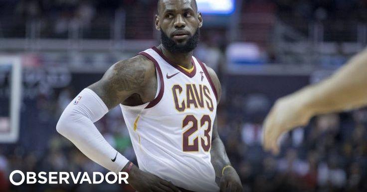 LeBron James, com 33 anos e 24 dias, juntou-se a um lote reduzido de seis jogadores que chegaram aos 30 mil pontos na NBA. O basquetebolista ultrapassou o recorde de Kobe Bryant. http://observador.pt/2018/01/24/lebron-james-torna-se-no-mais-novo-a-atingir-os-30-mil-pontos-na-nba/