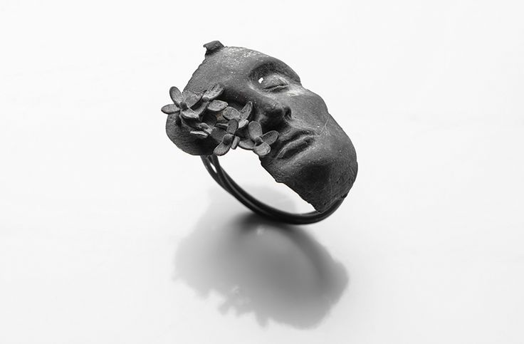 Burcu Büyükünal Ring: Let It…, 2016 400 karat silver 2 x 3 x 3 cm Photo by: Umut…