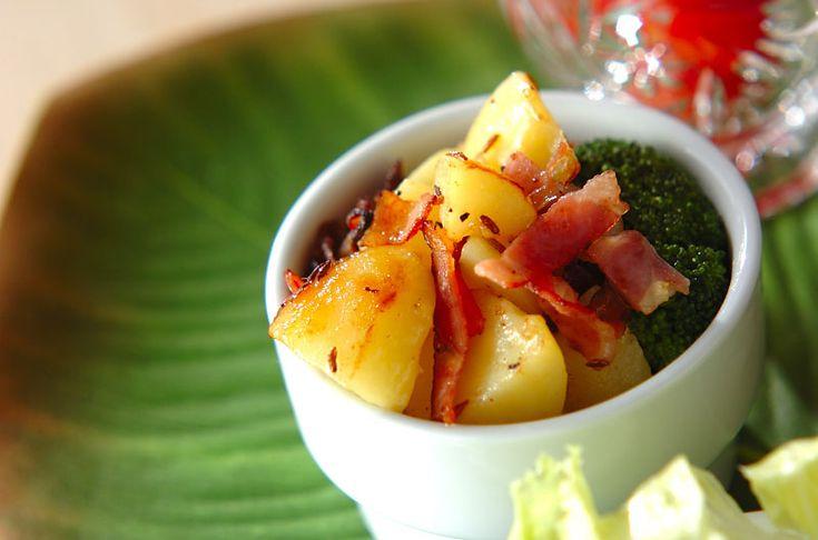 クミンのいい香りがジャガイモを包み込んで、オリエンタルなポテトサラダに。クミン風味のポテトサラダ/中島 和代/杉本 亜希子のレシピ。[エスニック料理/サラダ]2014.07.21公開のレシピです。