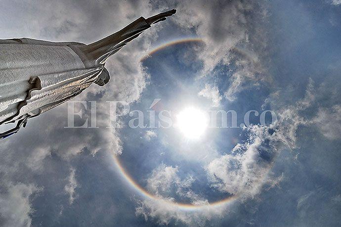 Las mejores imágenes del halo solar que despertó a los caleños | EL PAIS
