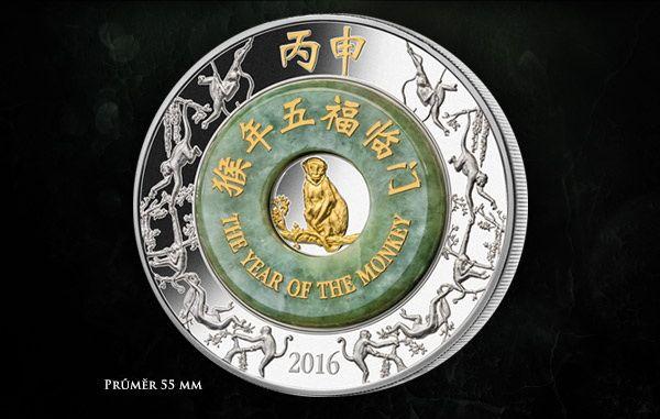 Čínský lunární  kalendář ovládla pro rok 2016 ohnivá Opice. 2 oz ryzího stříbra 999/1000 jsou doplněny unikátním prstencem z pravého nefritu, který patří mezi velice žádané drahokamy a jsou mu připisované léčivé vlastnosti. Opice a čínské znaky jsou navíc pozlacené 24karátovým zlatem! #svetovemince #narodnipokladnice #sberatelstvi #numismatics #coincollecting #silvercoin