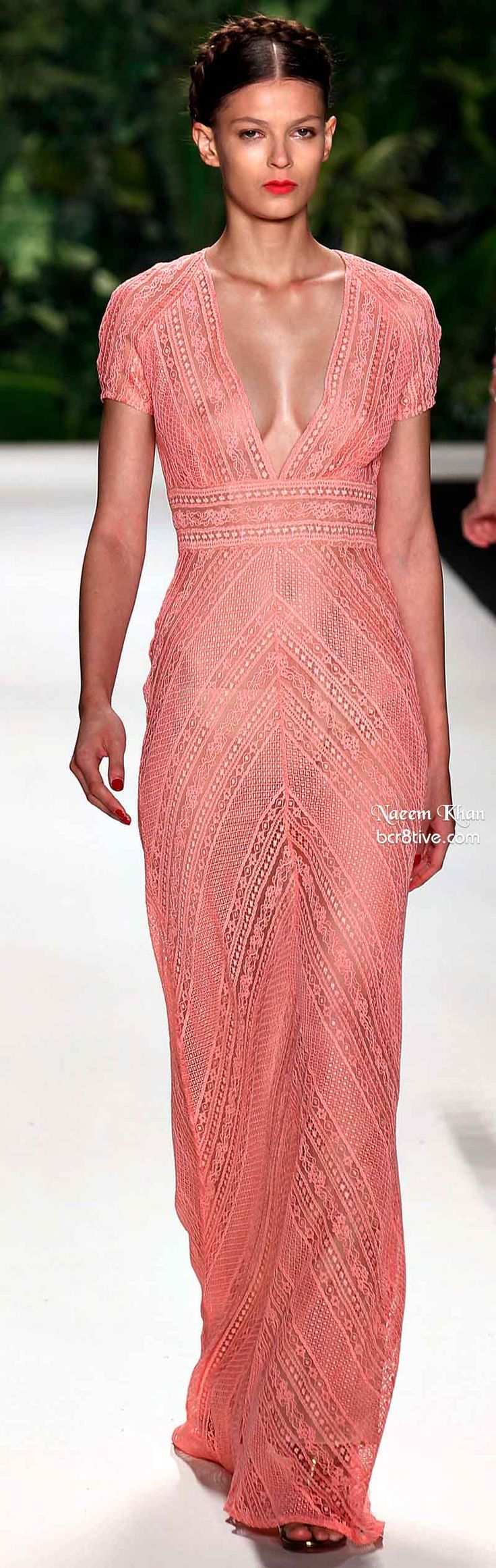 Naeem Khan Spring 2014 #NYFW .. Lesson: Observe the body under the dress and the shadow shapes that make it stand out. subtle and sexy
