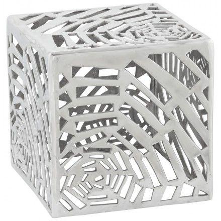 Look fashion assuré, la Table basse ROUFE en aluminium pourra s'utiliser comme table d'appoint ou table de chevet.