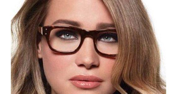 Quando si indossano gli occhiali qual'è il miglior trucco occhi per valorizzare lo sguardo? Ecco utili consigli per uno sguardo a prova di occhiali!