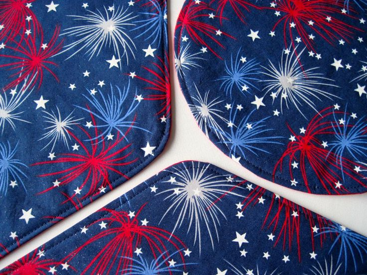 Fireworks Wedge Placemats Red White and Blue Placemats Red Stars Wedge Placemats 4th of July Placemats for a round table by tracystreasuresri on Etsy https://www.etsy.com/listing/188482829/fireworks-wedge-placemats-red-white-and