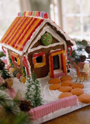 Gingerbread Houses - Pictures and Ideas: Gingerbread House with Fruit Roll-up Roof