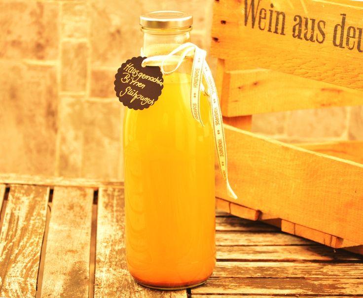 Dieses fruchtige Glühpunsch Getränk ist eine tolle Geschenkidee oder ein Rezept zum einfach selber Zubereiten. Durch den Birnensaft, den Ingwer und die Gewürze erhält er eine schöne frische Note un...
