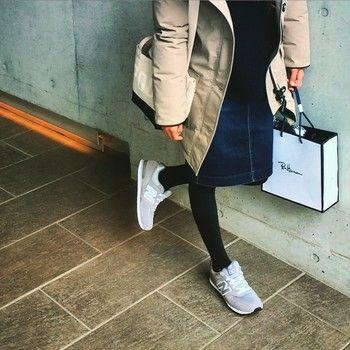 たくさん歩くお買い物には、歩きやすいニューバランスが一番! 肩掛けのキャンバスバッグがおしゃれです♪