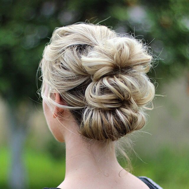 I can see that there is some sort of division in the hair like when it's braided, but it also looks like it might be three pony tails fluffed out with the tail tucked into the band. Cute for the summer and the office.