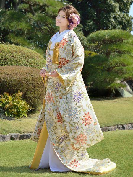 和装なのに重くなりすぎない!可憐な雰囲気の一着♡ センスがいい色打掛・花嫁衣装のまとめ。