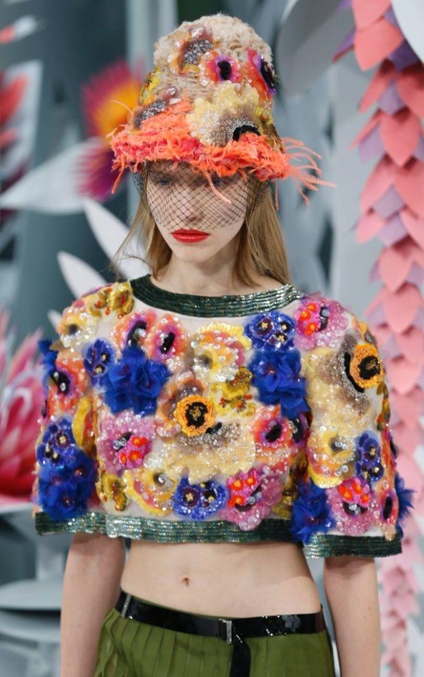 FOTO Natura Origami şi hainele-fantezie din colecţia Haute Couture a lui Karl Lagerfeld prezentată la Săptămâna Modei de la Paris