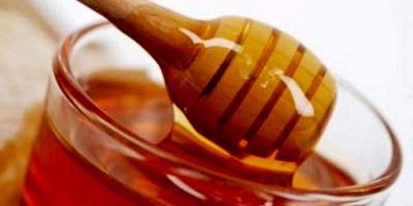Il miele di Manuka proviene dalla Nuova Zelanda, unico luogo del mondo dove è possibile produrlo, poiché solo qui le api hanno a disposizione le piante di Manuka, che crescono spontaneamente sul territorio. Il miele di Manuka è probabilmente l'unico alimento di cui sia stata dimostrata senza ombra di dubbio dal punto di vista scientifico l'efficacia antibatterica.