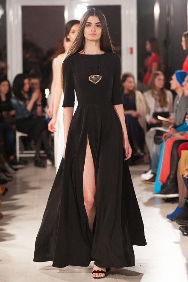 Длинное черное платье с вырезом #nailunabyanastasiaivanova #nailuna #anastasiia_ivanova #мода #показ #дизайнер #коллекция #осень #зима #платье #длинное #вечернее #макси #наряд #черный