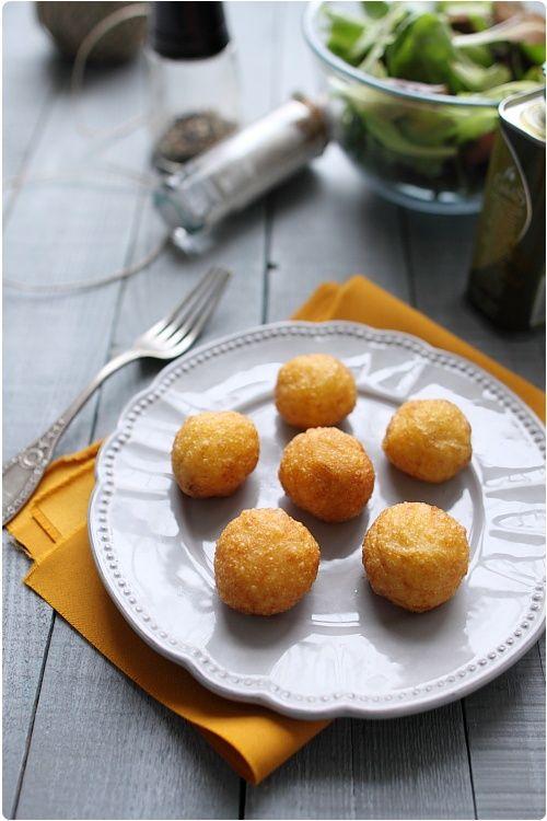 Les pommes dauphines sont composées pour moitié de pâte à chou et de pommes de terre écrasées. Elles sont ensuite cuites dans un bain d'huile. Personnnelle